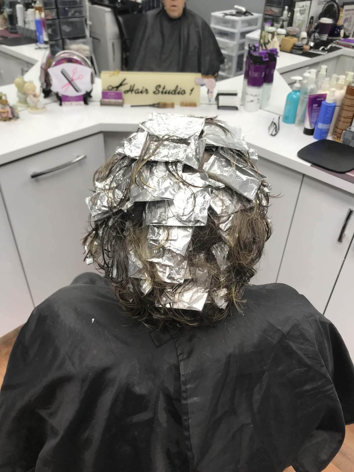 man getting her hair coloured